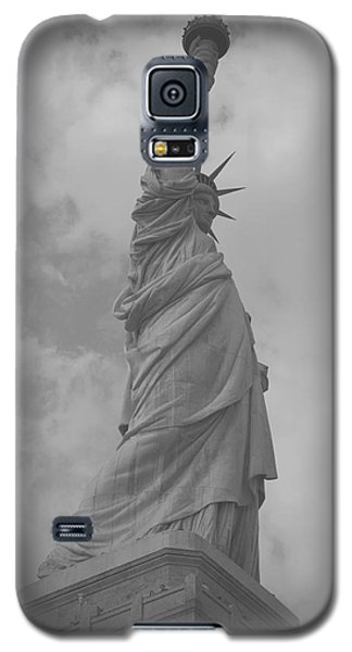 Galaxy S5 Case featuring the painting Statue Of Liberty by Louise Fahy