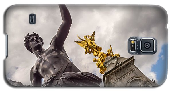 Statues In Front Of Buckingham Palace Galaxy S5 Case