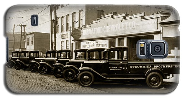 Stegmaier Brothers Inc Beer Trucks At 693 Hazle Ave Wilkes Barre Pa 1930s Galaxy S5 Case