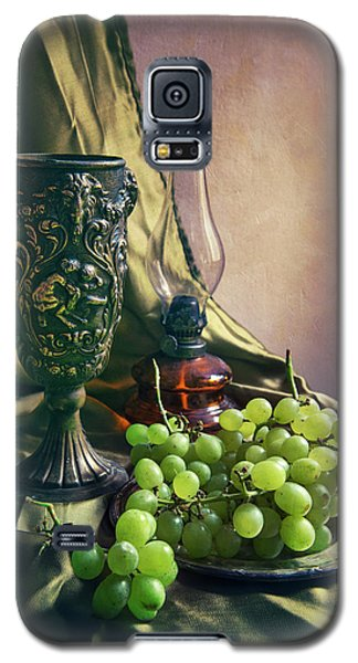 Galaxy S5 Case featuring the photograph Still Life With Green Grapes by Jaroslaw Blaminsky