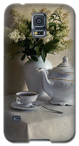 Still Life With White Tea Set And Bouquet Of White Flowers Galaxy S5 Case by Jaroslaw Blaminsky