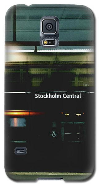 Train Galaxy S5 Case - Stockholm Central- Photograph By Linda Woods by Linda Woods