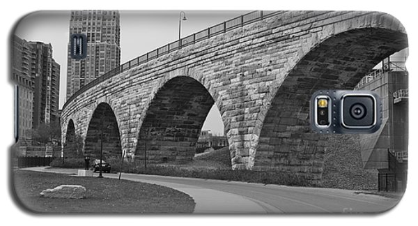 Stone Arch Bridge Galaxy S5 Case by Alice Mainville
