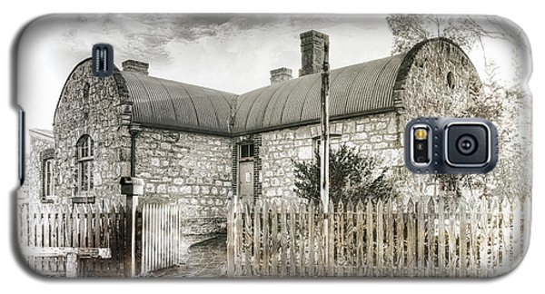 Galaxy S5 Case featuring the photograph Stone Cottage by Wayne Sherriff