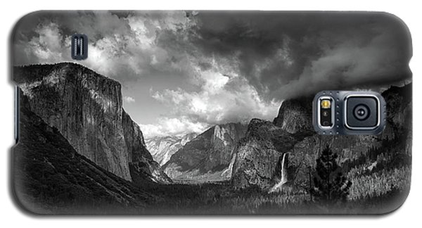 Storm Arrives In The Yosemite Valley Galaxy S5 Case