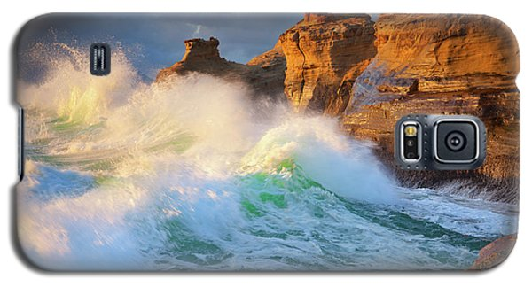 Galaxy S5 Case featuring the photograph Storm Watchers by Darren White