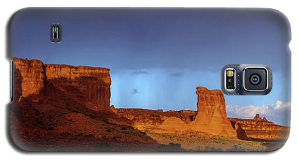 Galaxy S5 Case featuring the photograph Stormy Desert by Chad Dutson