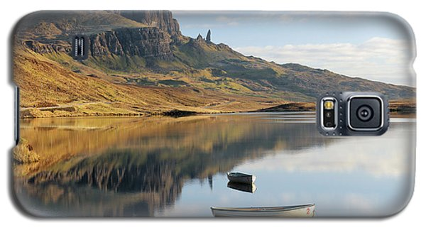 Galaxy S5 Case featuring the photograph Storr Reflection by Grant Glendinning