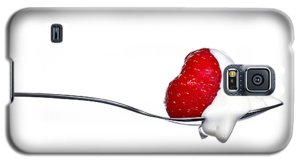 Strawberry And Cream Galaxy S5 Case by Gert Lavsen