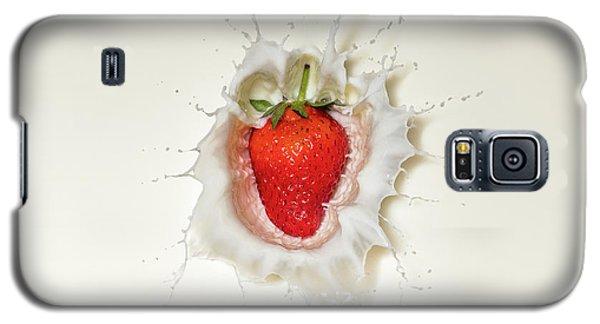 Strawberry Splash In Milk Galaxy S5 Case