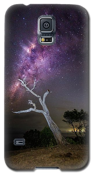 Striking Milkyway Over A Lone Tree Galaxy S5 Case