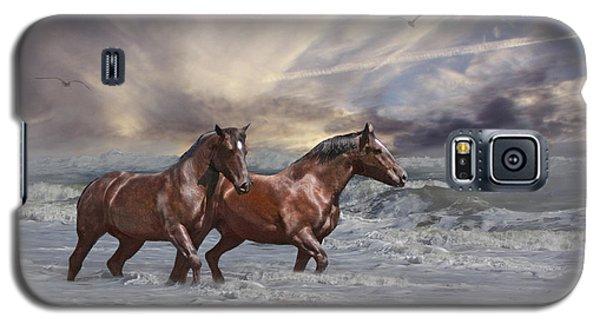 Strolling On The Beach Galaxy S5 Case