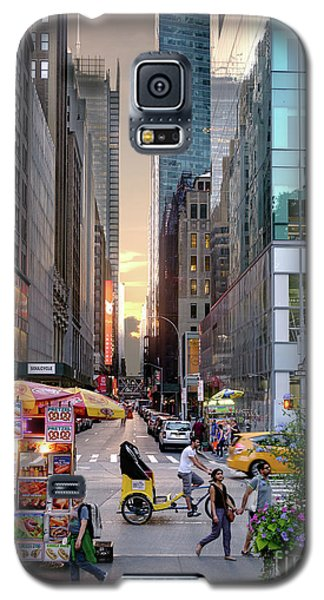 Galaxy S5 Case featuring the photograph Summer Evening, New York City  -17705-17711 by John Bald