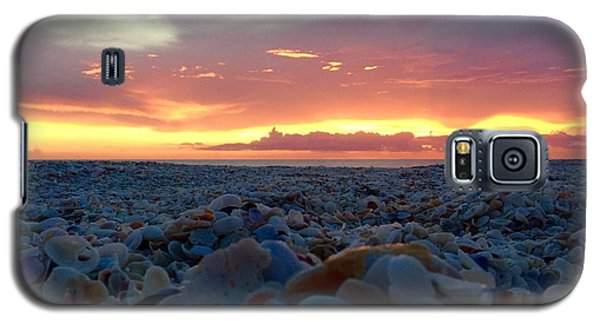 Galaxy S5 Case featuring the photograph Summer Stroll by Melanie Moraga