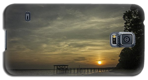 Sun Going Down Behind Dock Galaxy S5 Case