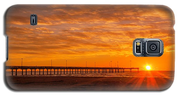 Sun Rising At Port Aransas Pier Galaxy S5 Case