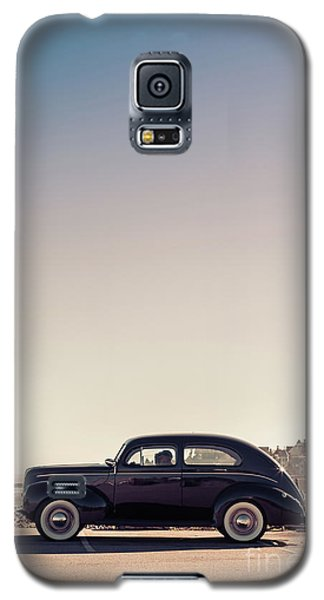 Galaxy S5 Case featuring the photograph Sunday Drive To The Beach by Edward Fielding