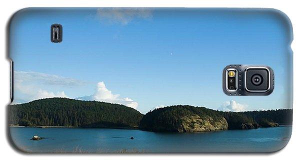 Galaxy S5 Case featuring the photograph Sunny Day At Bowman Bay Park by Yulia Kazansky