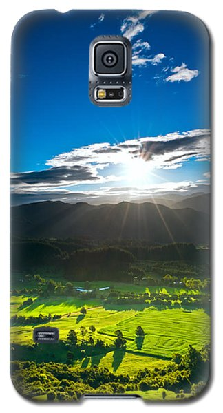 Sunrays Flood Farmland During Sunset Galaxy S5 Case