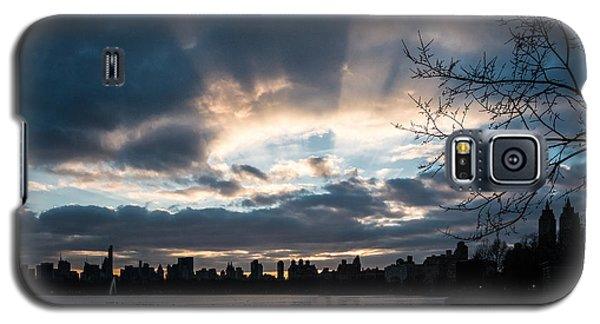 Sunrays Over Manhattan Galaxy S5 Case by Cornelis Verwaal