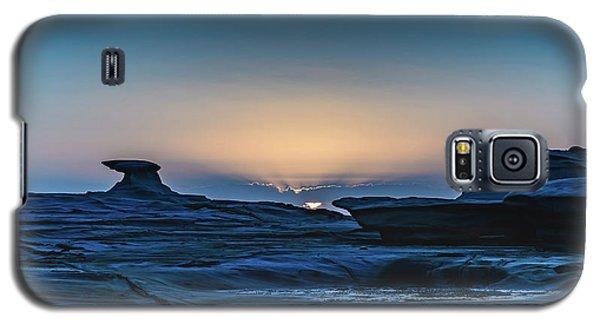 Sunrise And Rock Platform Landscape Galaxy S5 Case