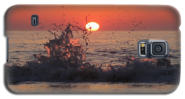 Sunrise And Splashes Galaxy S5 Case by Robert Banach