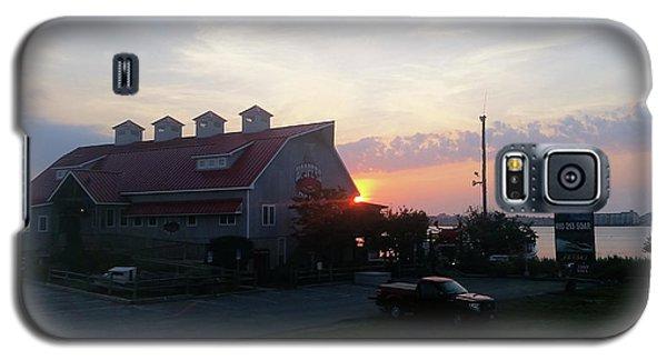 Sunrise At Hooper's Crab House Galaxy S5 Case by Robert Banach