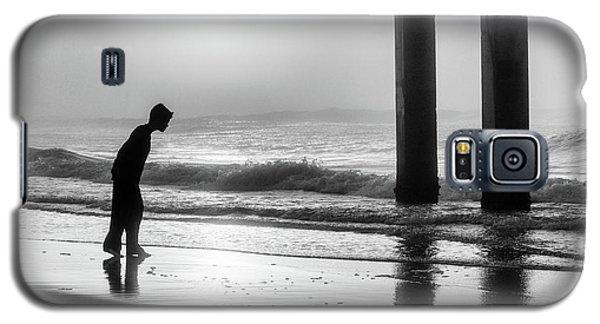Galaxy S5 Case featuring the photograph Sunrise Boy In Foggy Beach by John McGraw