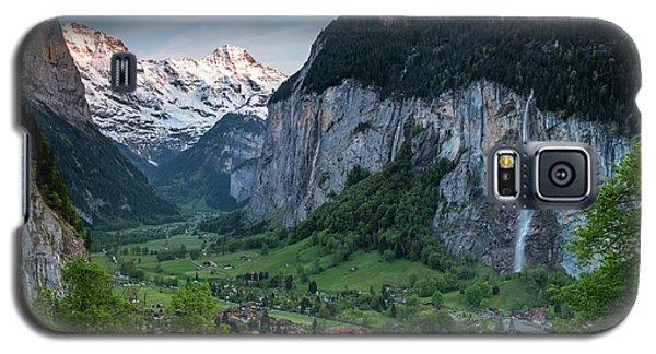Sunset Above The Lauterbrunnen Valley Galaxy S5 Case