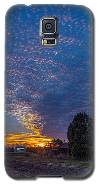 Sunset And Dilapidated Barn Galaxy S5 Case