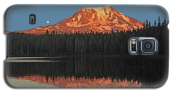 Galaxy S5 Case featuring the photograph Sunset And Moonrise At Takhlakh Lake by Jack Moskovita