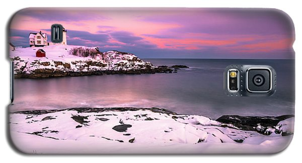Galaxy S5 Case featuring the photograph Sunset At Nubble Lighthouse In Maine In Winter Snow by Ranjay Mitra