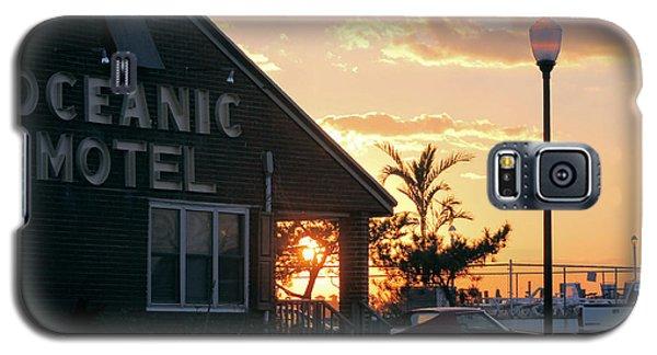 Sunset At Oceanic Motel Galaxy S5 Case by Robert Banach