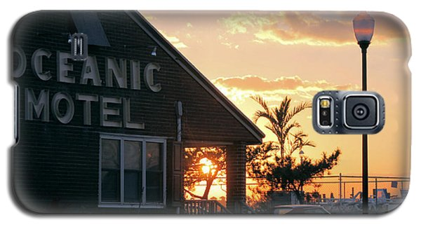 Sunset At Oceanic Motel Galaxy S5 Case