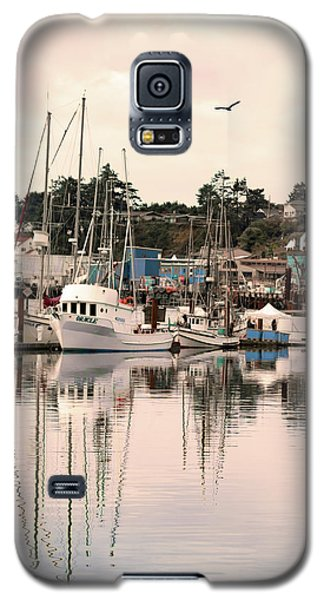 Galaxy S5 Case featuring the photograph Sunset At The Marina by Diane Schuster