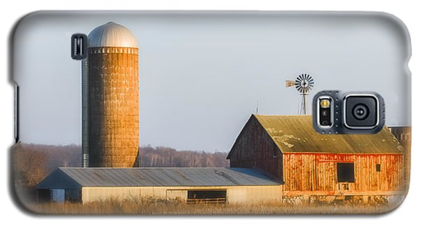 Galaxy S5 Case featuring the photograph Sunset Barn by Dan Traun