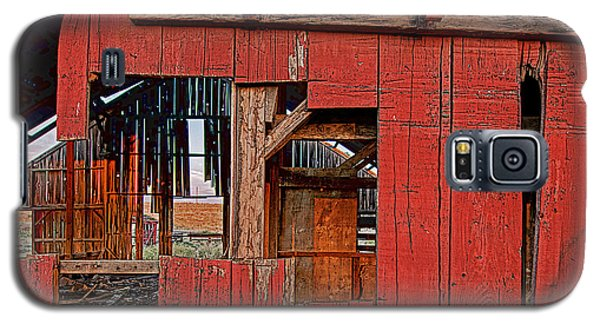 Galaxy S5 Case featuring the photograph Sunset Barn by Steve Siri