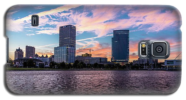 Galaxy S5 Case featuring the photograph Sunset In The City by Randy Scherkenbach