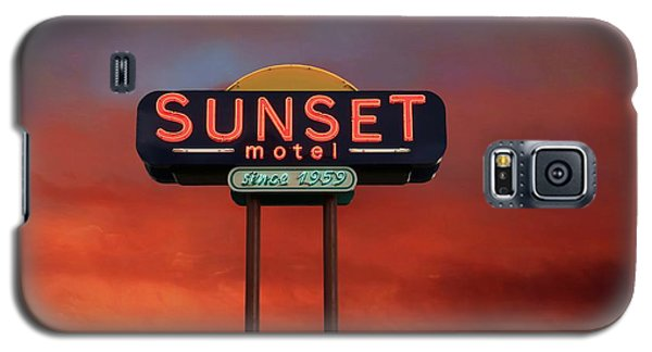Galaxy S5 Case featuring the photograph Sunset Motel by Donna Kennedy