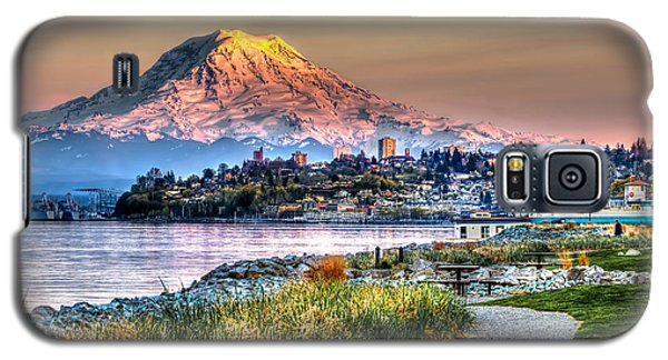 Sunset On Mt Rainier And Point Ruston Galaxy S5 Case by Rob Green
