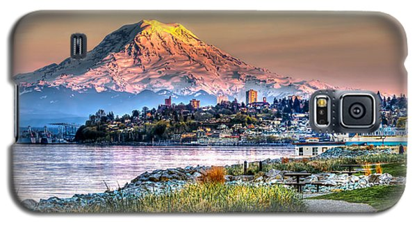 Sunset On Mt Rainier And Point Ruston Galaxy S5 Case