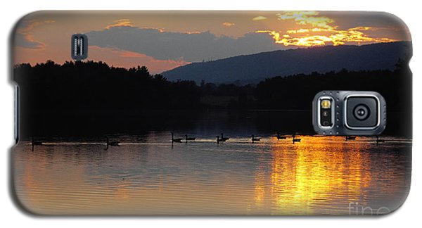 Galaxy S5 Case featuring the photograph Sunset On The Lake by Vilas Malankar