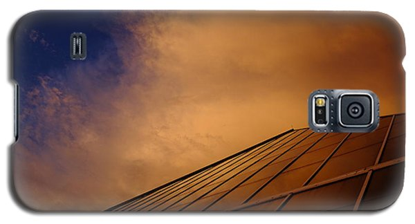 Galaxy S5 Case featuring the photograph Sunset Over Bass Pro Shop In Memphis Tennessee by T Lowry Wilson