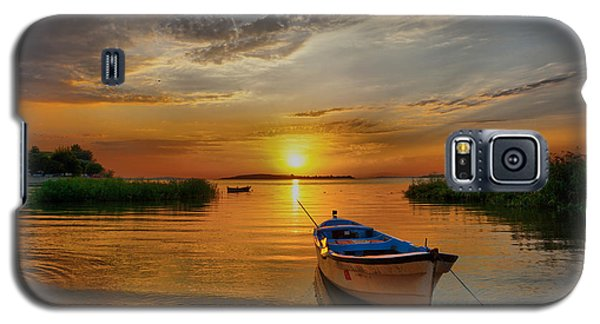 Sunset Over Lake Galaxy S5 Case by Lilia D