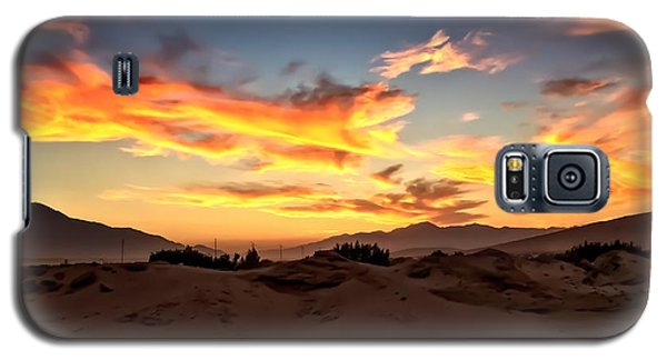 Sunset Over The Desert Galaxy S5 Case by Chris Tarpening