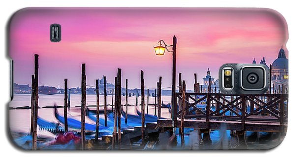 Galaxy S5 Case featuring the photograph Sunset Over Venice by Andrew Soundarajan