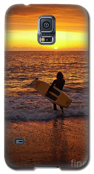 Sunset Surfer On Aberystwyth Beach Wales Uk Galaxy S5 Case