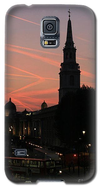 Sunset View From Charing Cross  Galaxy S5 Case by Paula Guttilla