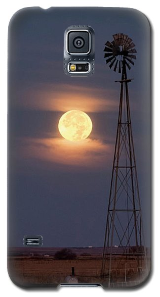 Super Moon And Windmill Galaxy S5 Case by Rob Graham
