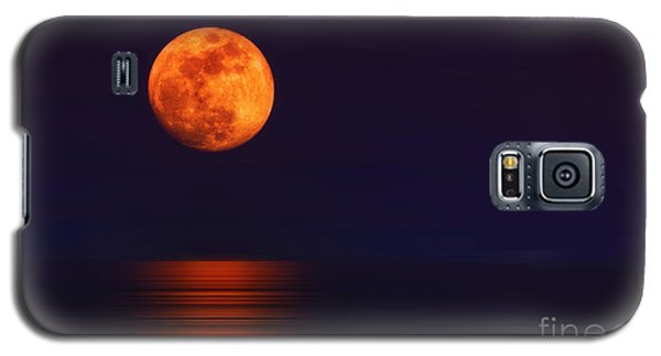 Galaxy S5 Case featuring the photograph Super Moon Rising Over Water by Charline Xia